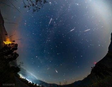 Импресивни фотографии од Метеорскиот дожд Персеиди низ објективот на Стојан Стојановски