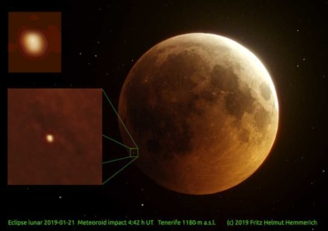 Метеор удри на месечината за време на затемнувањето (фото)