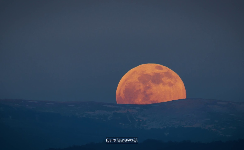 Изгревање на полна Месечина – 4К видео