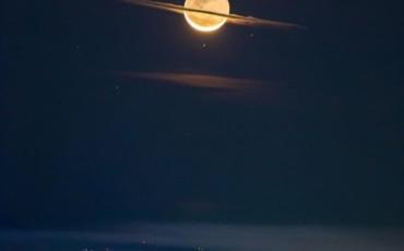 Месечината преправена како Сатурн