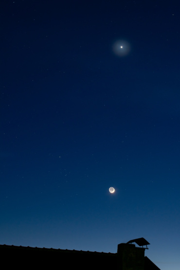 Вечерва: Средба меѓу Месечината и Венера