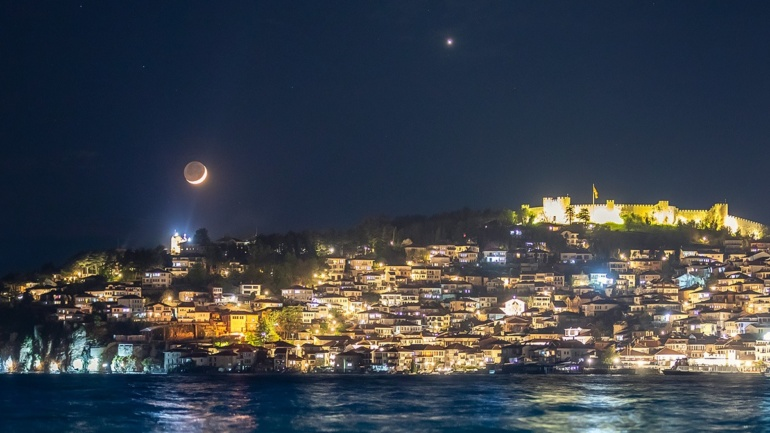 (ФОТО) Венера и Младата Месечина после залез